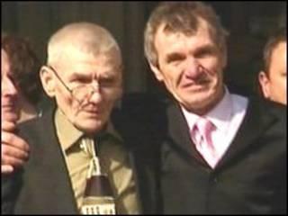 Sean Hodgson (à esquerda)