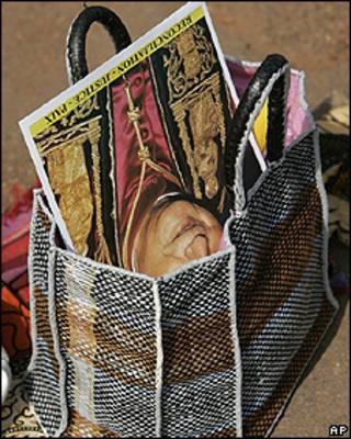 Imagen del Papa en bolsa
