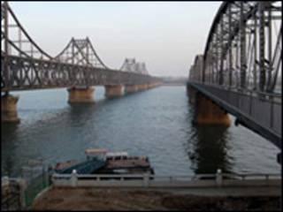 Cầu bắc qua sông Yalu