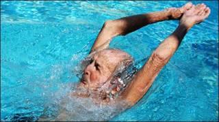 Ramón Cordobés. nadador cubano de 96 años