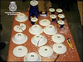 Louça feita com pasta de cocaína (foto: Ministério do Interior da Espanha)