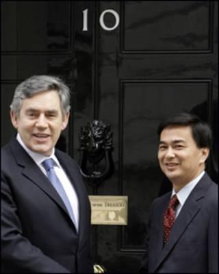 Thủ tướng Thái Abhisit Vejjajiva  và thủ tướng Anh Gordon Brown