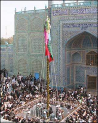 پرچم و زیارتگاه منسوب به حضرت علی