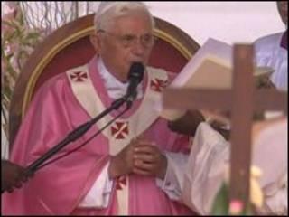 Papa em Angola