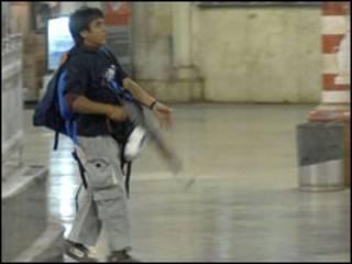 تصویر محمد اجمل در دوربین مدار بسته ای در بمبئی