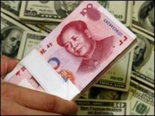 Iuan e dólares (arquivo)