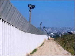 EE.UU. refuerza frontera con México