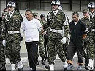 """Cçésar "" custodiado por militares"