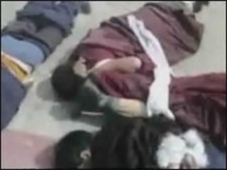 Cảnh người Tây Tạng bị đánh trong video trên YouTube