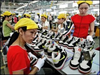 Một xưởng gia công giày cho Nike ở Việt Nam