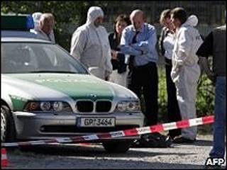 Policiais investigam assassinato na cidade de Heilbronn, na Alemanha, em 2007 (AFP)