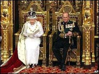 A rainha Elizabeth 2ª e o príncipe Philip, na abertura do Parlamento britânico