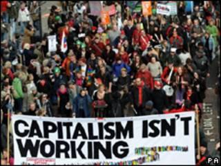 Manifestação em Londres às vésperas da reunião de cúpula do G20