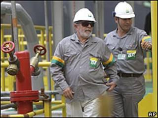 O presidente Lula durante visita a refinaria da Petrobras, no Rio de Janeiro