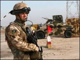 سرباز بریتانیایی در بصره-آرشیو