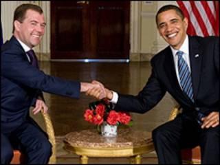 Dmitry Medvedev (esquerda) e barack Obama/Getty Images