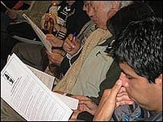 Asistentes al lanzamiento de la campaña del des-panfleto