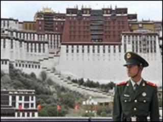Lính Trung Quốc tại thành phố Lhasa
