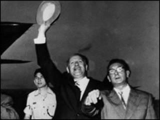 Oscar Schindler được chào đón ở Jerusalem năm 1962