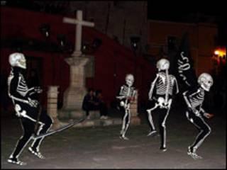 Dança da morte em Verges (foto: Centro de Promoção da Cultura e Tradição Catalã)