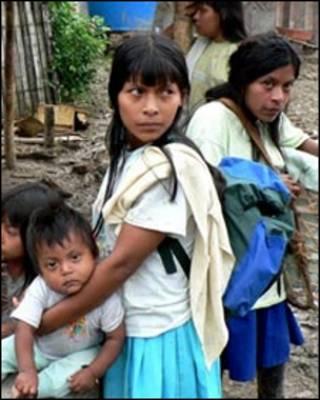Indigenas de la tribu awa en Colombia