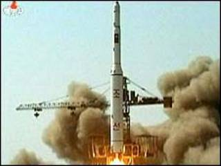 Imagen de la televisión en Corea del Norte sobre el aparente lanzamiento del cohete