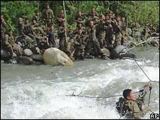 Ejercicios del Ejército en la selva de Perú