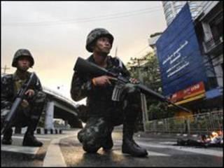 استقرار ارتش تایلند در خیابان های بانکوک