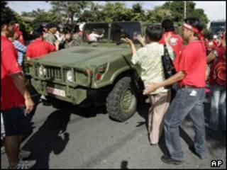 تظاهرکنندگان و ارتش