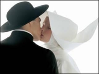 Oliviero Toscani, Kissing-nun, 1992/ Copyright 1991 Benetton Group S.p.A - Photo: Oliviero Toscani