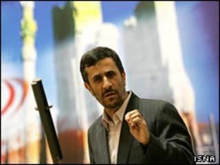 احمدی نژاد در همایش ایرانیان مقیم خارج