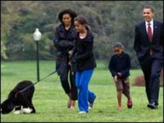 خانواده اوباما با سگ خود بو