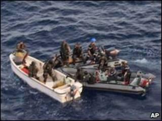 Xuồng của hải quân Pháp