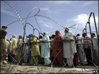 Fila de votantes en India