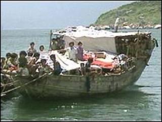 قایق حامل مهاجران