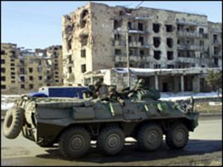Tropas russas em Grosny, em 2006