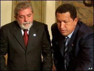 O presidente Luiz Inácio Lula da Silva e o líder venezuelano Hugo Chávez (AP/arquivo)