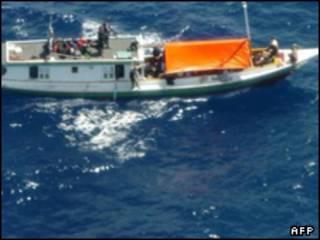صورة أرشيفية لقارب يقل مهاجرين إلى أستراليا