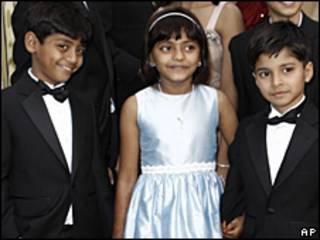 Azharuddin Mohammed Ismail, Rubina Ali and Ayush Mahesh Khedekar, ba diễn viên trẻ em trong phim Slumdog Millionaire