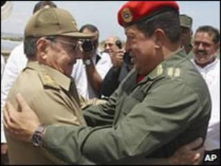 Raul Castro và nhà lãnh đạo Venezuela Hugo Chavez