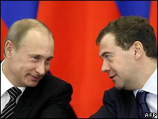 Hai ông Putin và Medvedev