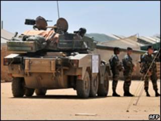 Soldados da Legião Estrangeira no Chade, onde servia o brasileiro (AFP/arquivo)
