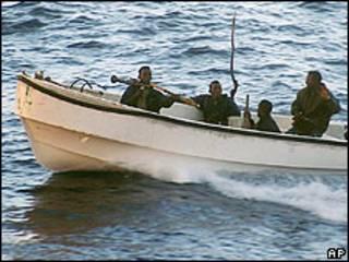 Piratas somalíes, foto tomada en 2005 por un turista