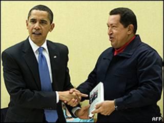 Os presidentes Barack Obama e Hugo Chávez