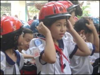 Đội mũ bảo hiểm
