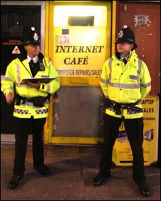 英国警察和网吧
