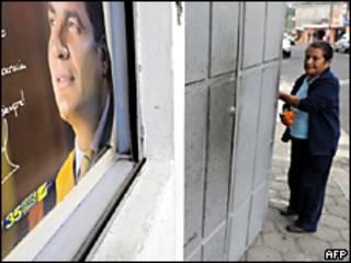 Una mujer se para frente a un póster del presidente Rafael Correa, en Quito