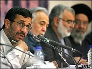 محمود احمدی نژاد در جلسه هیأت دولت ایران