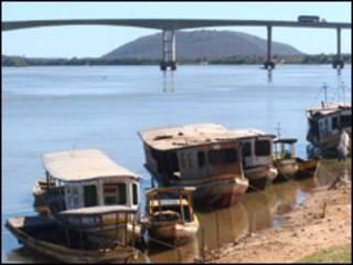 Barcos de pesca no rio São Francisco (Foto: Fábio Pozzebom/ABr/arquivo)