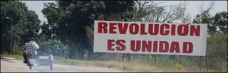 """Imagen de un cartel en Cuba que dice: """"Revolución es unidad"""". Foto: Raquel Pérez"""